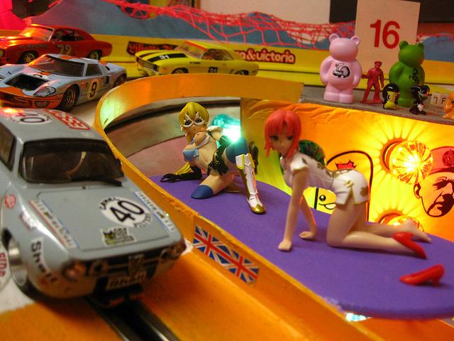 Schnelle Autos und heiße Kurven.